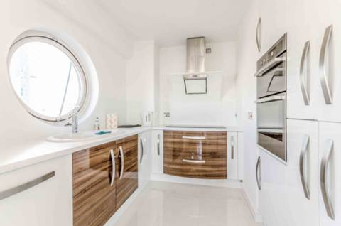 Kitchen in E14