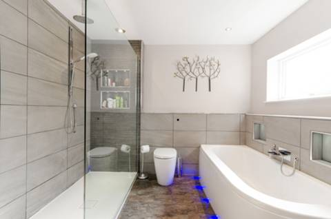 En Suite Bathroom in KT12