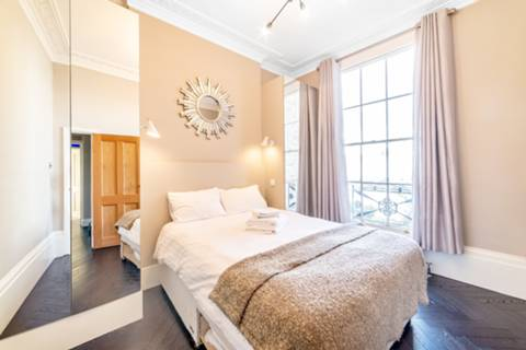 Bedroom in NW1