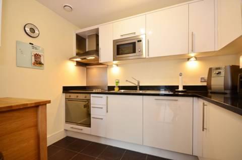 <b>Kitchen</b><span class='dims'> 9'3 x 7'1 (2.82 x 2.16m)</span>