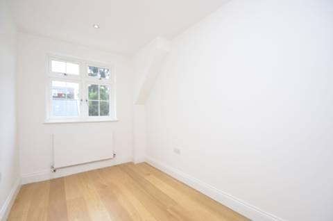 <b>Fourth Bedroom</b><span class='dims'> 11&#39;2 x 7 (3.40 x 2.13m)</span>