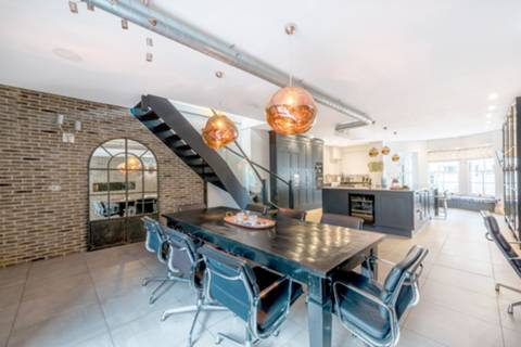 Kitchen/Dining Room in W9