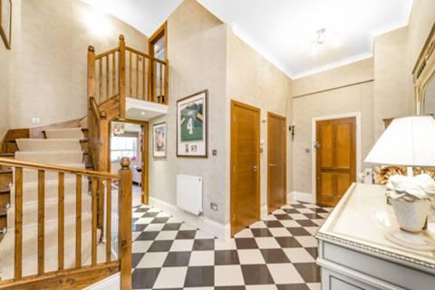 Hallway in N11
