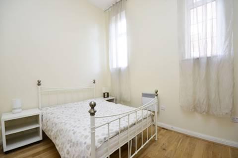 <b>Second Bedroom</b><span class='dims'> 13&#39;4 x 9 (4.06 x 2.74m)</span>
