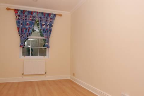 <b>Second Bedroom</b><span class='dims'> 14' x 9'6 (4.27 x 2.90m)</span>