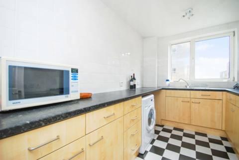 <b>Kitchen</b><span class='dims'> 11'10 x 7'8 (3.61 x 2.34m)</span>