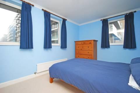 <b>Second Bedroom</b><span class='dims'> 13'6 x 8'11 (4.11 x 2.72m)</span>