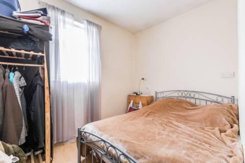 <b>Seventh Bedroom</b><span class='dims'></span>