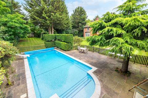 Swimming Pool in CR0