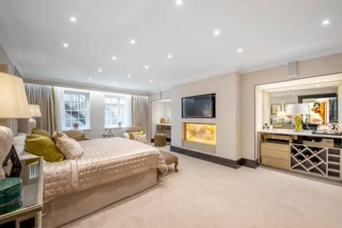 Master Bedroom in SW1Y