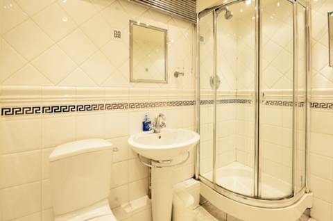 <b>Shower Room</b><span class='dims'> 7'11 x 5'5 (2.41 x 1.65m)</span>