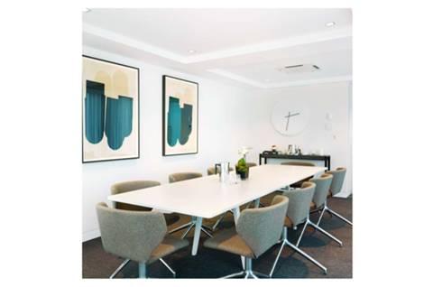 <b>Consultation Room</b><span class='dims'></span>