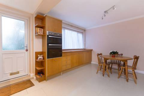 <b>Second Bedroom</b><span class='dims'> 14'6 x 11' (4.42 x 3.35m)</span>