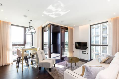 <b>Reception Room/Dining Room</b><span class='dims'></span>