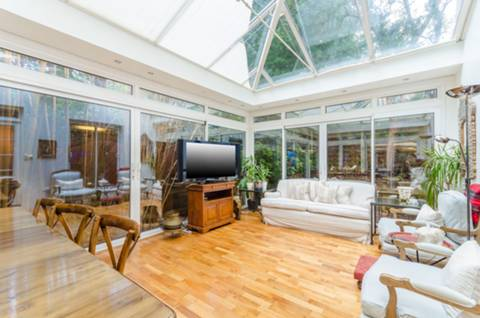 <b>Conservatory</b><span class='dims'></span>