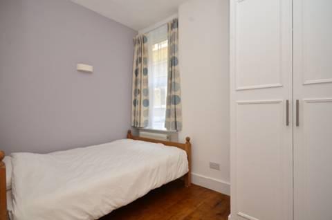 <b>Second Bedroom</b><span class='dims'> 10'3 x 7' (3.12 x 2.13m)</span>