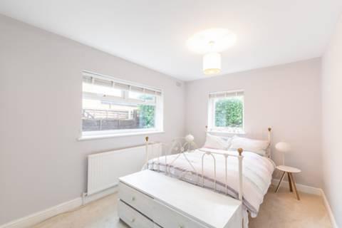 <b>First Bedroom</b><span class='dims'></span>
