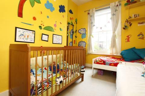 <b>Second Bedroom</b><span class='dims'> 12'3 x 9' (3.73 x 2.74m)</span>
