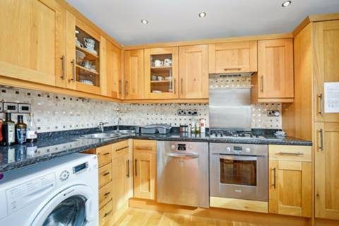 <b>Open Plan Kitchen</b><span class='dims'></span>