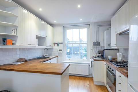 <b>Reception Room/Kitchen</b><span class='dims'> 28'7 x 10'2 (8.71 x 3.10m)</span>