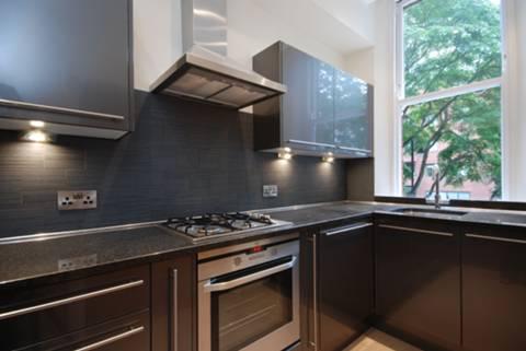 <b>Kitchen</b><span class='dims'> 11'3 x 5'9 (3.43 x 1.75m)</span>