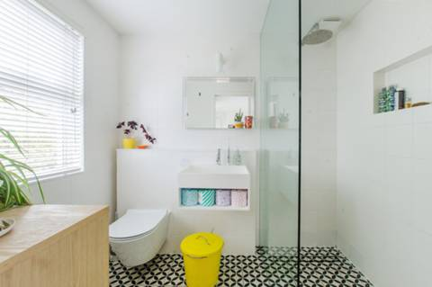En Suite Shower Room in SE15