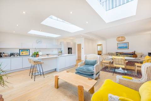 Kitchen/Family Room in NW10