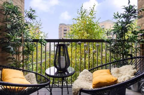 Balcony in CR0