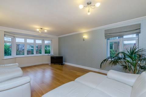 <b>Living Room</b><span class='dims'></span>
