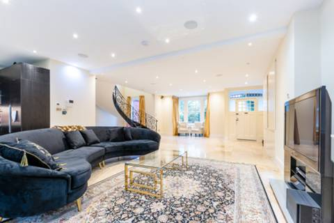 Reception Room/Dining Room in W4