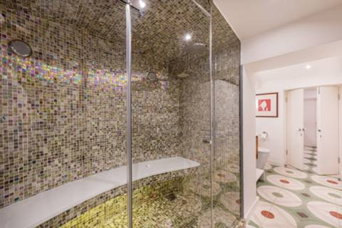 <b>Steam Room</b><span class='dims'></span>