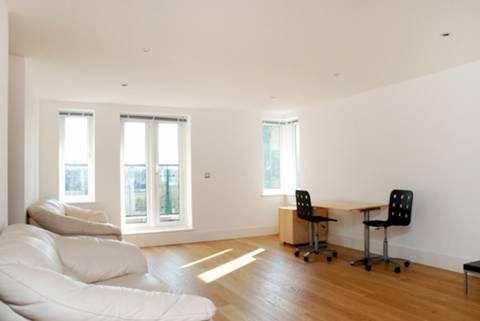 <b>Reception Room</b><span class='dims'> 22'9 x 14'9 (6.93 x 4.50m)</span>