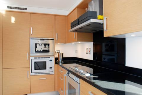 <b>Kitchen</b><span class='dims'> 15'9 x 6'3 (4.80 x 1.91m)</span>