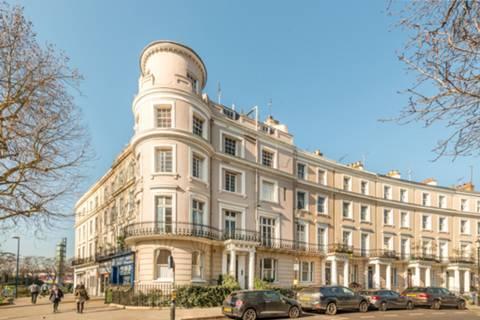 Royal Cres, London W11, UK - Source: Foxtons