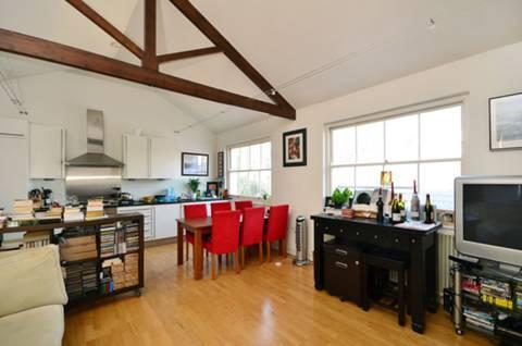 <b>Reception Room/Kitchen</b><span class='dims'> 25'3 x 16'2 (7.70 x 4.93m)</span>