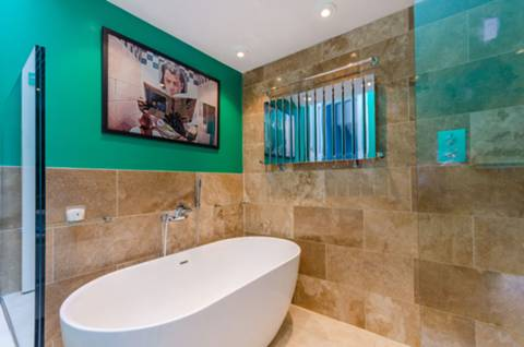 Bathroom in SE27