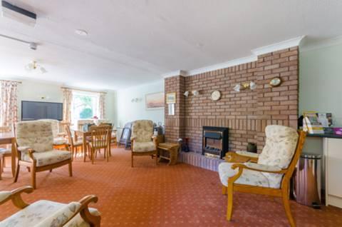 <b>Communal Living Room</b><span class='dims'></span>