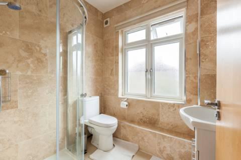 <b>Shower Room</b><span class='dims'></span>