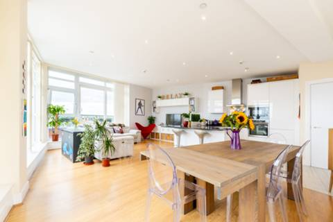 Reception Room/Dining Room in SW19