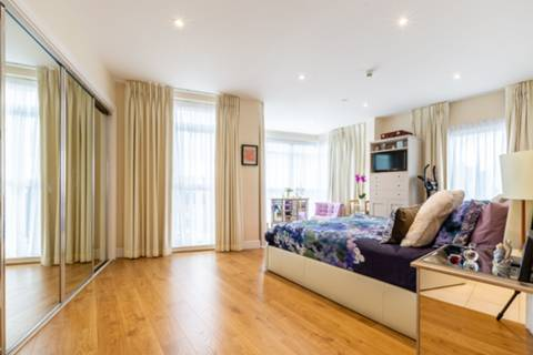 Master Bedroom in SW19