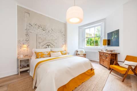 Bedroom in W11