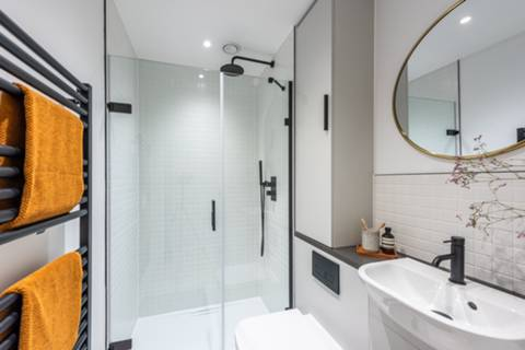 Bathroom in SW17