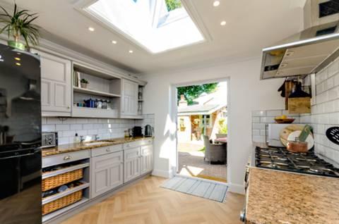 Kitchen in GU22
