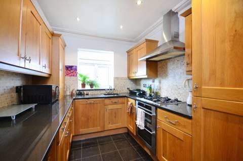 <b>Kitchen</b><span class='dims'> 11'6 x 8 (3.51 x 2.44m)</span>