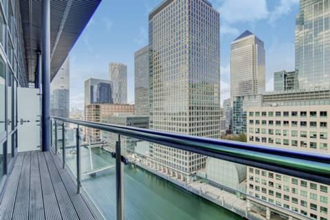 <b>Balcony</b><span class='dims'> 21'10 x 3'6 (6.65 x 1.07m)</span>