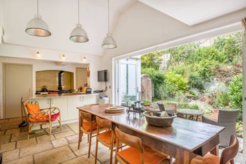 Kitchen/Dining Room in NW5