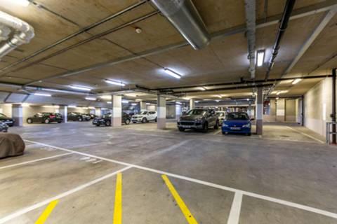 <b>Private Parking Space</b><span class='dims'></span>