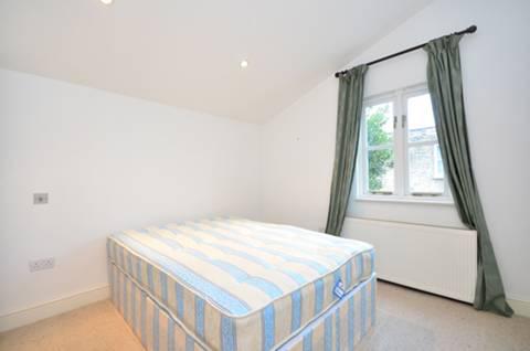 <b>Bedroom</b><span class='dims'> 11'5 x 10' (3.48 x 3.05m)</span>