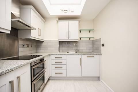 <b>Kitchen</b><span class='dims'> 12'9 x 8 (3.89 x 2.44m)</span>