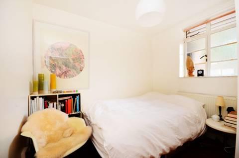 <b>Second Bedroom</b><span class='dims'> 9'9 x 7'9 (2.97 x 2.36m)</span>